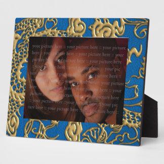 Dragón del oro en la textura de cuero azul de Lapi Placas De Plastico