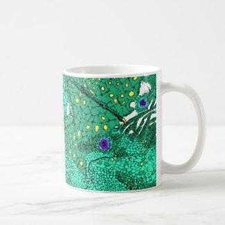 Dragón del pavo real taza básica blanca