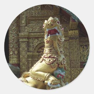 Dragón del templo del oro pegatina redonda