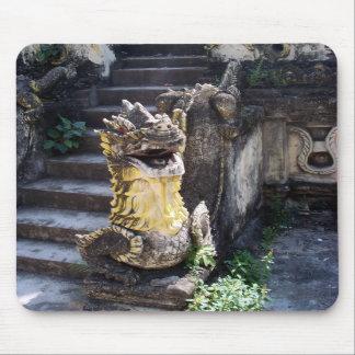 Dragón del templo alfombrillas de ratones