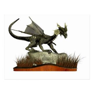 Dragón derecho en una roca tarjetas postales