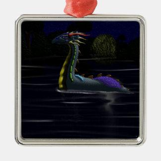 Dragón en el lago adorno cuadrado plateado