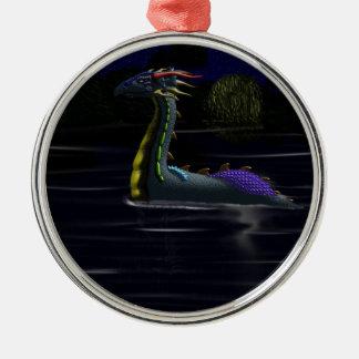 Dragón en el lago adorno redondo plateado
