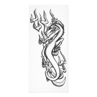 Dragón en la llama tribal diseño de tarjeta publicitaria