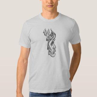 Dragón en la llama tribal por RyuNeko-Artz.com Playeras