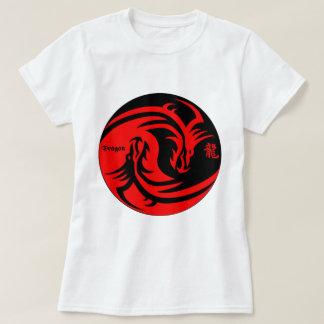dragón en negro y rojo del yinyang playera