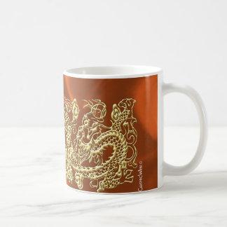 Dragón grabado en relieve del oro en el satén anar tazas