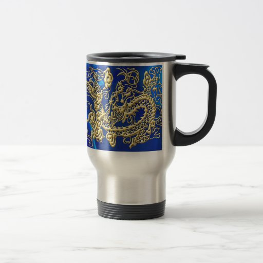Dragón grabado en relieve del oro en el satén azul taza