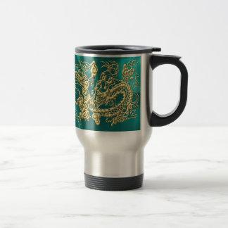Dragón grabado en relieve del oro en el satén de l tazas