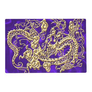 Dragón grabado en relieve del oro en el satén tapete individual