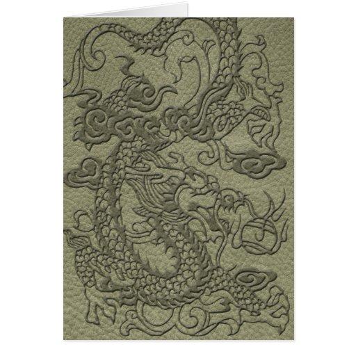 Dragón grabado en relieve en la impresión del tarjeta de felicitación