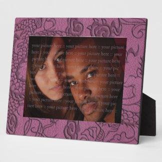 Dragón grabado en relieve en la impresión rosada placas para mostrar