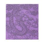 Dragón grabado en relieve en textura de cuero púrp bloc de papel