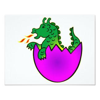 """Dragón lindo del bebé en huevo invitación 4.25"""" x 5.5"""""""
