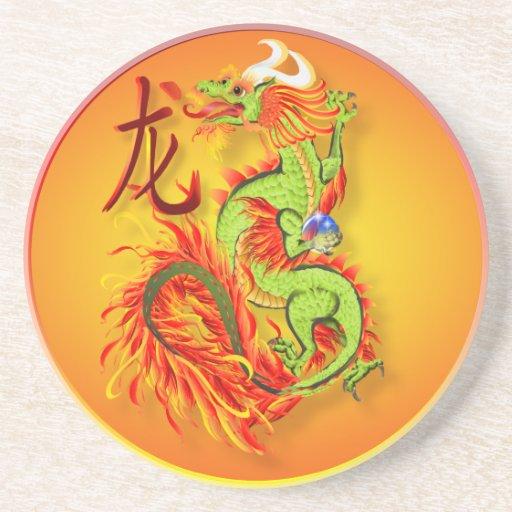 Dragón llameante con los prácticos de costa del sí posavasos personalizados