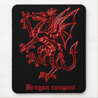 Dragón medieval de la heráldica desenfrenado alfombrilla de ratón
