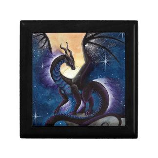 Dragón negro con el cielo nocturno de Carla Morrow Cajas De Recuerdo
