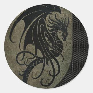 Dragón negro industrial en el gráfico de acero de etiqueta redonda