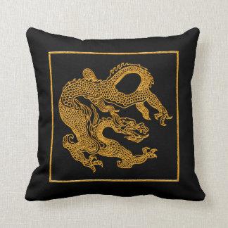 Dragón oriental de oro 01 cojines