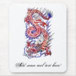 Dragón oriental rojo fresco en tatuaje de las nube tapetes de ratones