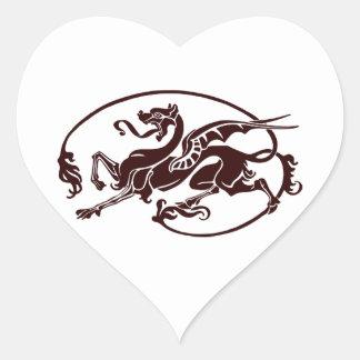 Dragón oscuro estilizado con la cola larga y la pegatina en forma de corazón