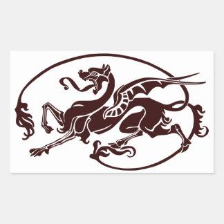Dragón oscuro estilizado con la cola larga y la pegatina rectangular