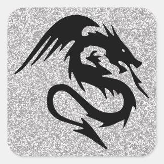 Dragón que ataca en la plata pegatina cuadrada
