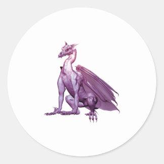 Dragón que se sienta purpúreo claro etiquetas redondas