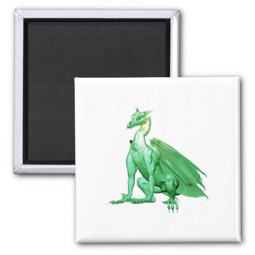 Dragón que se sienta verde claro imán cuadrado