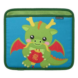 Dragón que sostiene la linterna fundas para iPads