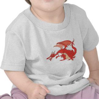 Dragón rojo ardiente camisetas