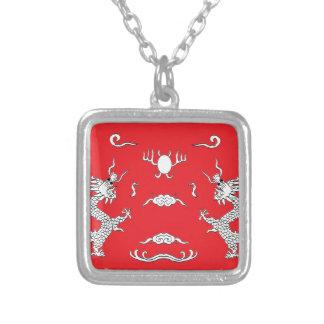 dragón-rojo colgante cuadrado
