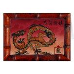 Dragón rojo en el marco de bambú, Año Nuevo en chi Felicitación