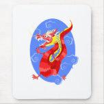 Dragón rojo enojado asiático alfombrillas de raton