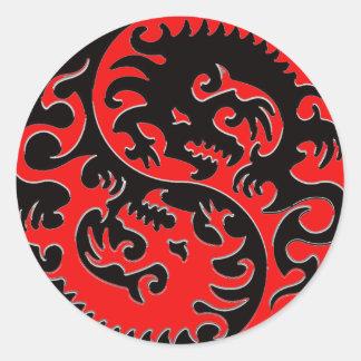 Dragón rojo y negro de Yin Yang Pegatina Redonda