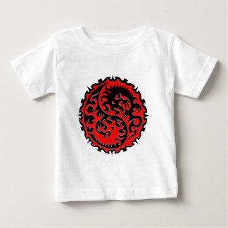 Dragón rojo y negro de Yin Yang T Shirts