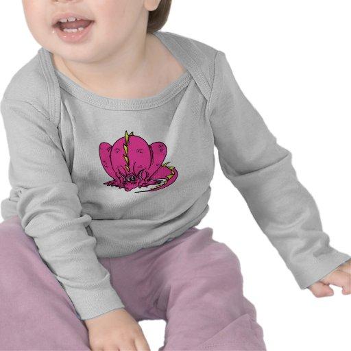 Dragón tímido rosado camisetas
