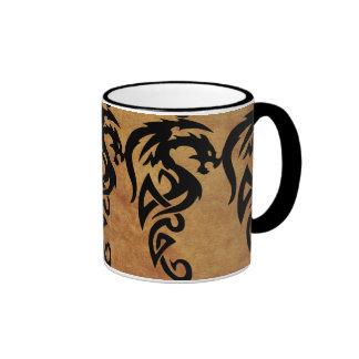 Dragón tribal mítico, año del diseño del dragón taza de dos colores