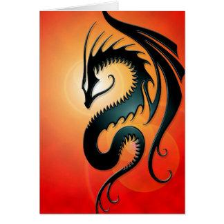 Dragón tribal negro, rojo tarjeta de felicitación