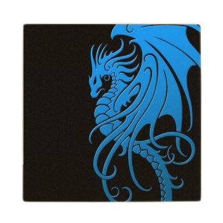 Dragón tribal que vuela - azul en negro posavasos de madera
