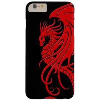 Dragón tribal que vuela - rojo en negro funda de iPhone 6 plus barely there