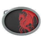 Dragón tribal que vuela - rojo en negro hebillas de cinturón ovales
