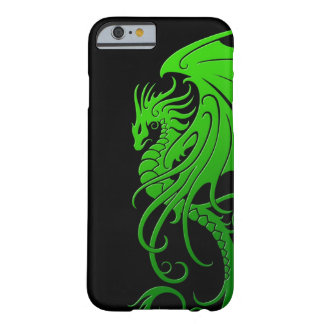 Dragón tribal que vuela - verde en negro funda de iPhone 6 barely there