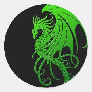Dragón tribal que vuela - verde en negro pegatinas