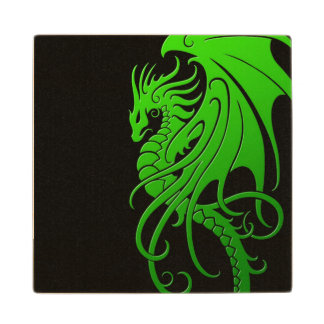 Dragón tribal que vuela - verde en negro posavasos de arce