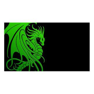 Dragón tribal que vuela - verde en negro tarjetas de negocios