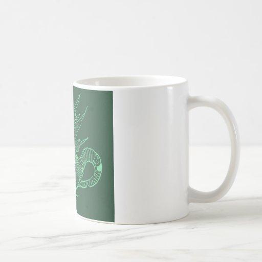 Dragón verde de Durer Taza Básica Blanca
