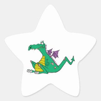 dragón verde del dibujo animado torpe tonto pegatina en forma de estrella