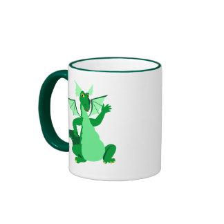 Dragón verde que agita taza de dos colores