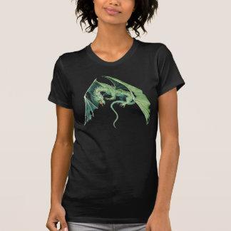 Dragón verde que vuela camiseta